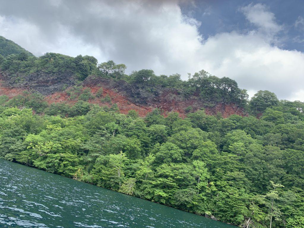 十和田湖 五色岩